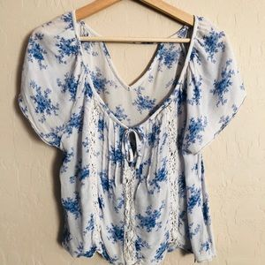 🐝3/$30 Abercrombie & Fitch} Cropped Floral Blouse